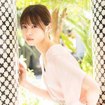 西野七瀬さんのピーチピンクでガーリーに決める女子力アップのモテメイク